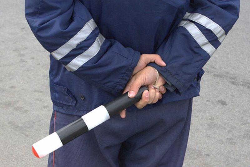 Пьяный водитель ударил инспектора ДПС трубой по голове