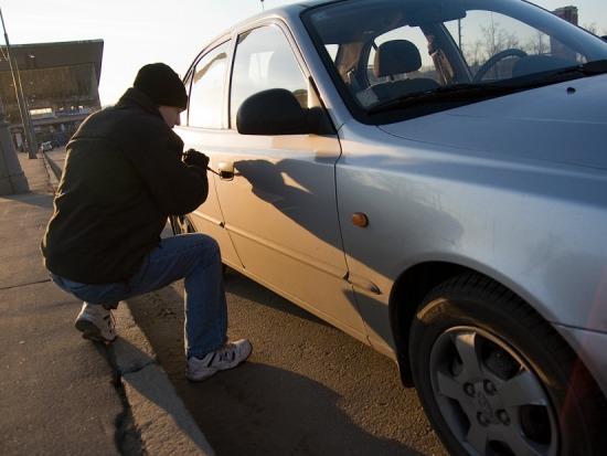 На Херсонщині поліцейським вдалося затримати серійних крадіїв автомобілів